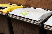 L'Ajuntament recorda que no es poden deixar voluminosos al costat dels contenidors i que la deixalleria roman tancada